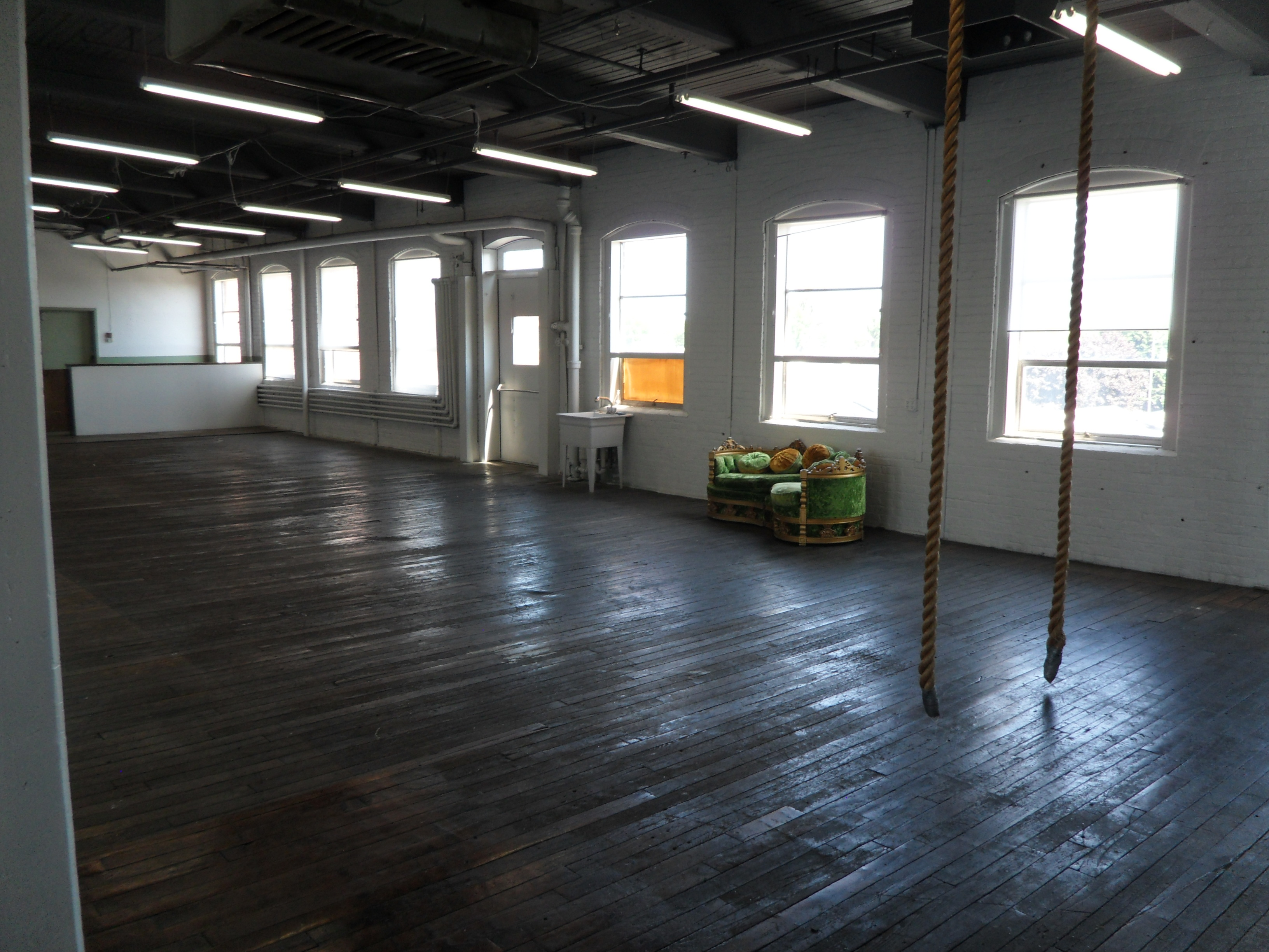 Industrial lofts for rent the image kid for Industrial loft for rent chicago